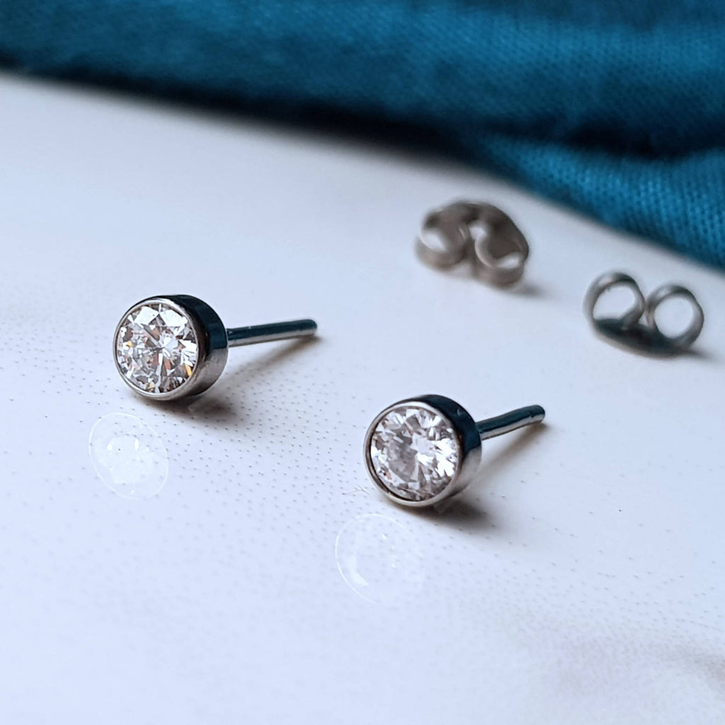 Ethical Diamond 4mm Titanium Stud Earrings. Lab grown 0.30cttw diamond VS set in Grade 5 Titanium.