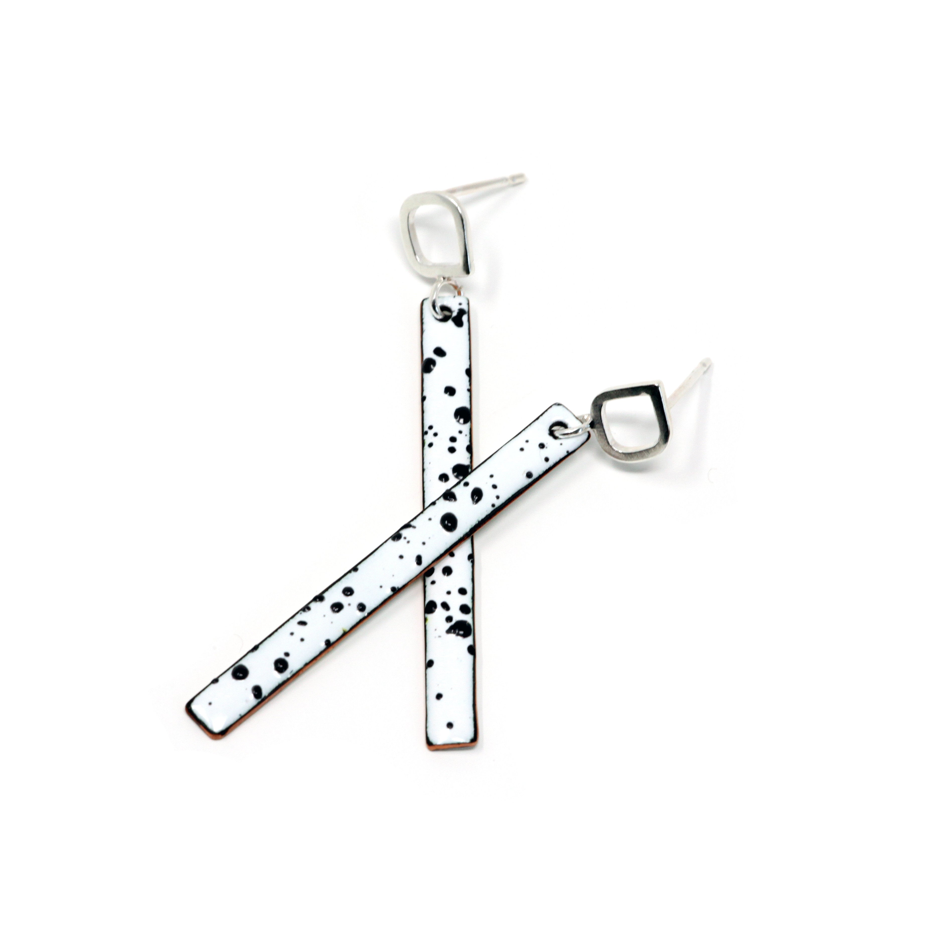 Stick B&W + Mount Silver Ear Studs