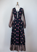 Load image into Gallery viewer, 1970s Floral Print Lace Front Dress