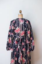 Load image into Gallery viewer, 1970s Floral Print Dress