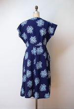 Load image into Gallery viewer, 1940s Floral Print Seersucker Dress