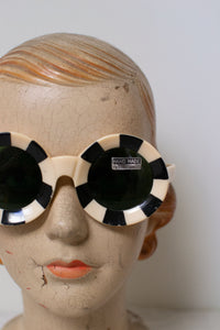 1960s Black and White Round Sunglasses