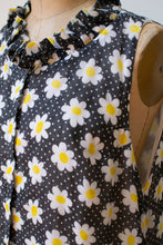 Load image into Gallery viewer, 1970s Daisy Print Dress