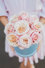 Load image into Gallery viewer, Luxe Boxed Roses