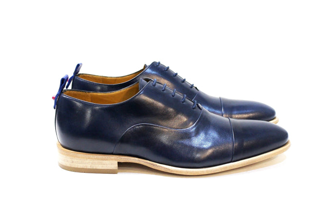 Control blue is a modern classic shoe with lots of personality, adapting to many styles. Walk with Pintta