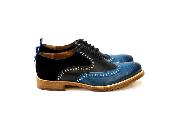 Kiev is a shoe for fearless and modern men, with a lot of personality, adapting to various styles. Walk with Pintta