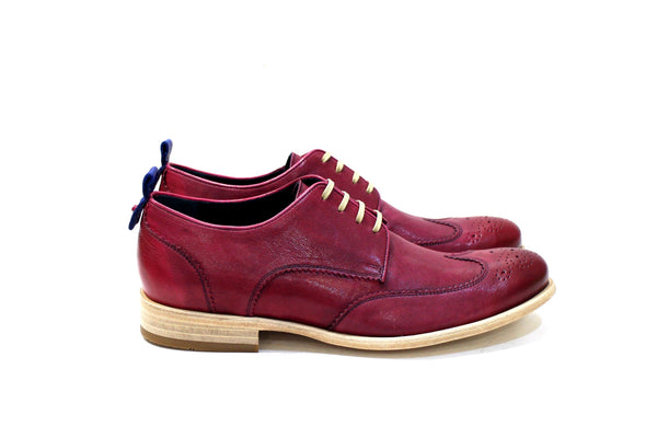 Prague is a modern classic shoe with lots of personality, adapting to many styles. Walk with Pintta