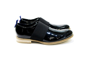 Hong kong is a modern men's shoe with a lot of personality, adapting to various styles. Walk with Pintta