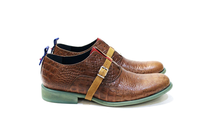Dallas is a two in one, this shoe can be worn with the leather strap, without laces or without the leather strap, with laces. For men with lots of personality, adapting to various styles. Walk with Pintta