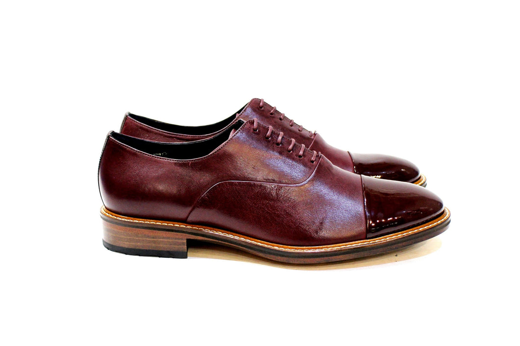 Calais is a classic men's shoe with a lot of personality, adapting to various styles. Walk with Pintta