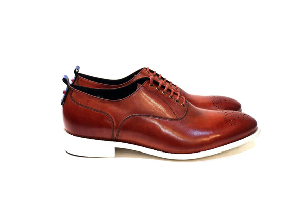 Cherokee City is a modern classic shoe with lots of personality, adapting to many styles. Walk with Pintta