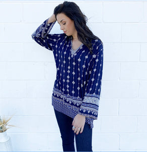 NAVY - SPLIT NECK PRINT TOP