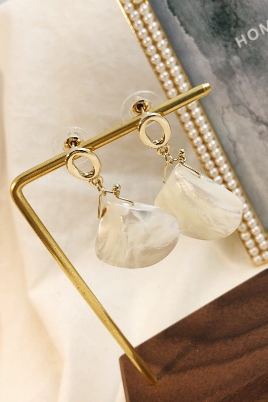 Shell Buttons Earring - WHITE