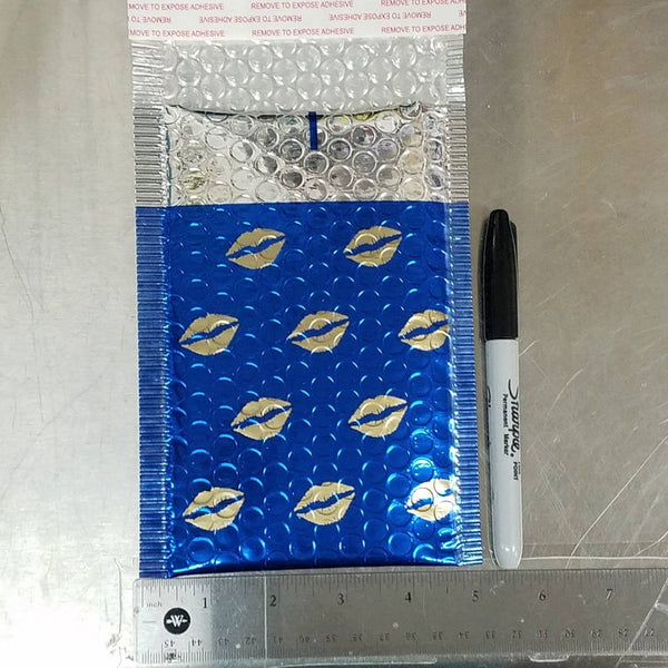 Metallic Bubble Mailer, Gold Lips