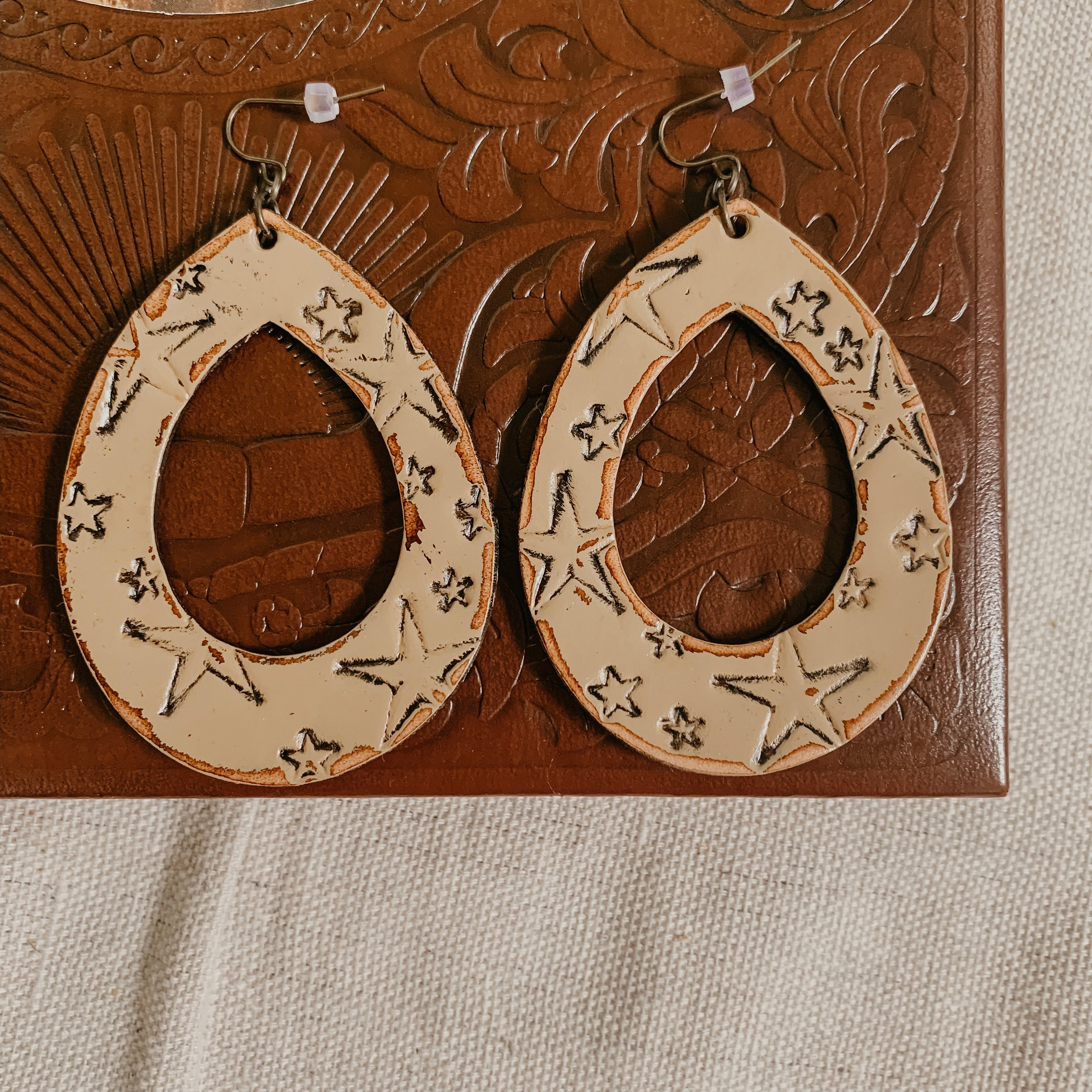Star Wrangler Earring [Tan]