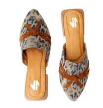 Load image into Gallery viewer, flat, mules, comfortable, woman, colombian, handmade, fashion, beautiful, style, animal print, fun, trendy, chick, instagood, instadaily, onlineshopping, shippingworlwide, shopdayanamendoza
