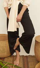 Load image into Gallery viewer, woman, pants, pantalones, black, negro, new, terracotta, unique, beautiful, style, fashion, trendy, instagood, instadaily, shippinworldwide, onlineshopping, dayanamendozashop, shopdayanamendoza