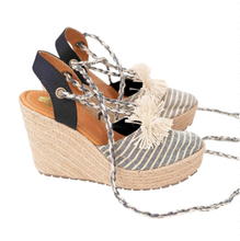 Load image into Gallery viewer, espadrille, sandals, shoes, woman, colombian, handmade, beautiful, trendy, style, fashion, unique, fun, chick, instagood, instadaily, onlineshopping, shippingworldwide, shopdayanamendoza