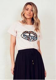 The Relaxed Tee - Soft Pink Leopard Lips
