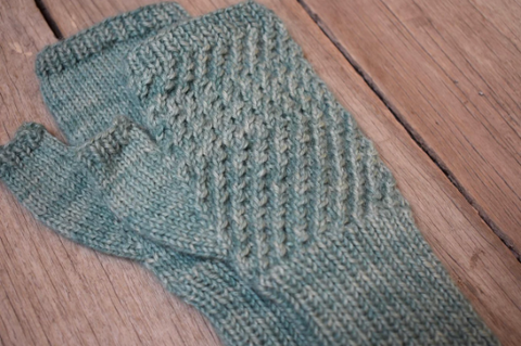 KNITTING PATTERN // CARMEN fingerless mitts // baby alpaca