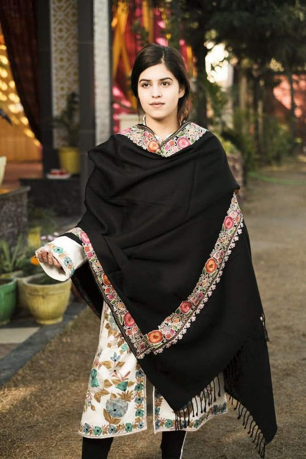 Black Color Kashmiri Shawl With Aari Jaal Gives A Trendy