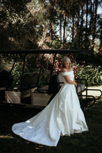 Load image into Gallery viewer, Suzanne - Oscar & Ivy Bridal