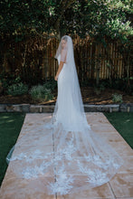 Load image into Gallery viewer, Shiloh Veil - Oscar & Ivy Bridal
