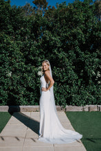 Load image into Gallery viewer, La Pearla Veil - Oscar & Ivy Bridal