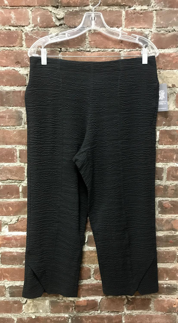 Black Bubble Capri Pant