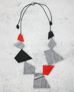 NECK B/W RED SHAPES