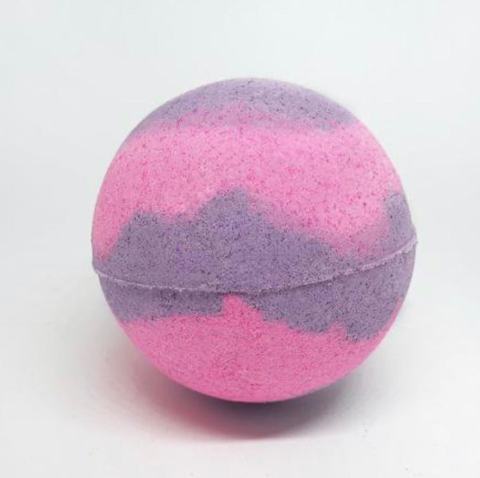 Summer berries bath bomb