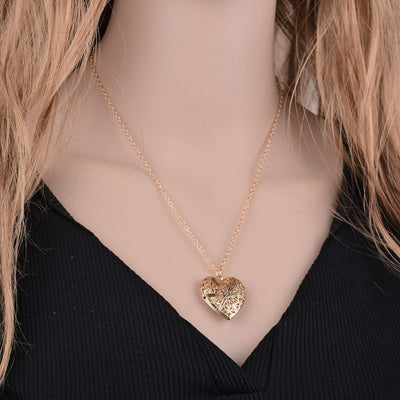 THE MOMENTO - HEART SHAPED PHOTO FRAME PENDANT NECKLACE