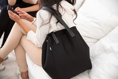 Girl sitting with chuchka neoprene bag in shadow black