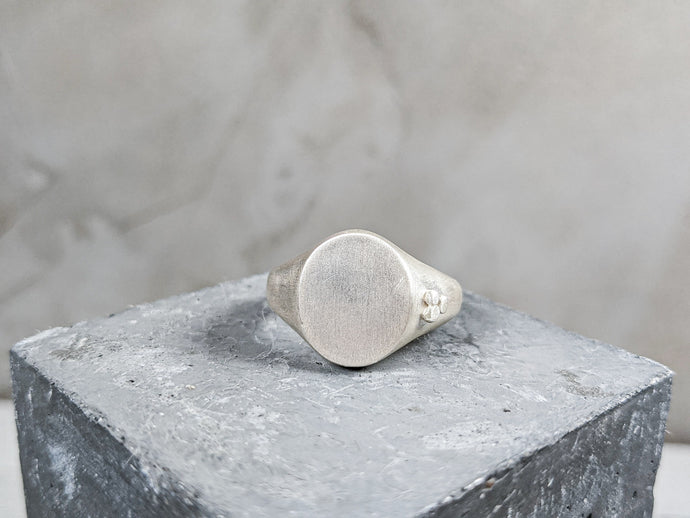 Mens Traditional Oval Signet ring