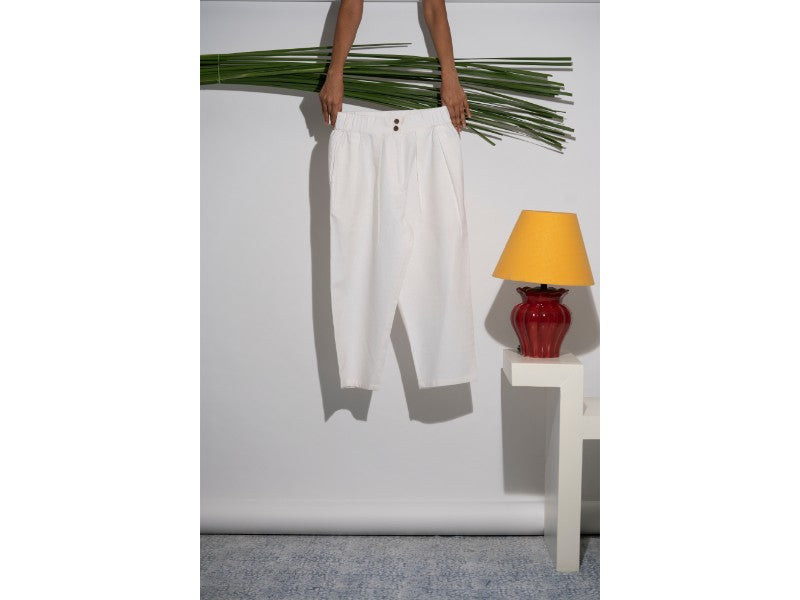Cropped pants in Ivory