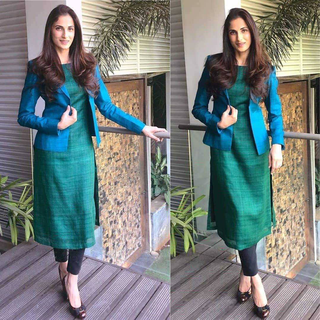 SE Designer Outfit Gorgeous Designer Suit With Jacket