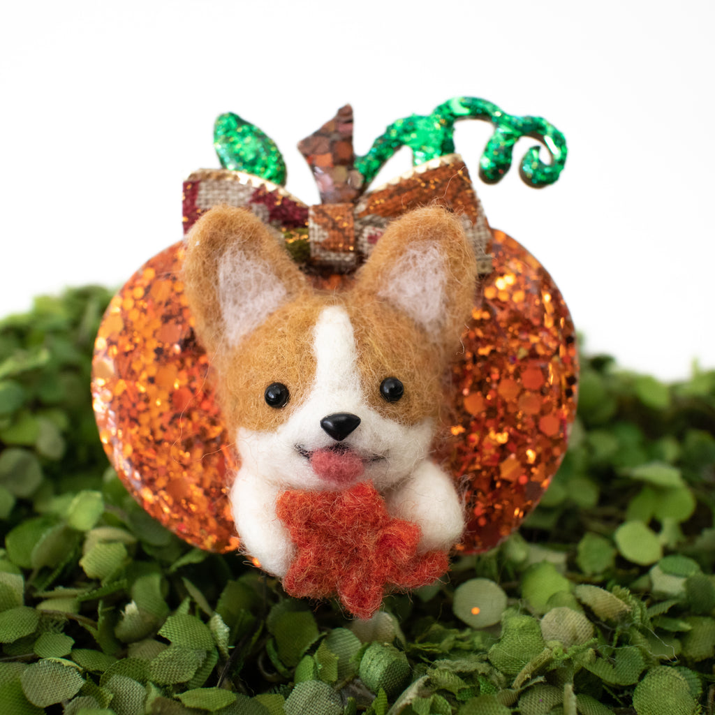 Corgi with Maple Leaf [Autumn] Pumpkin Pin