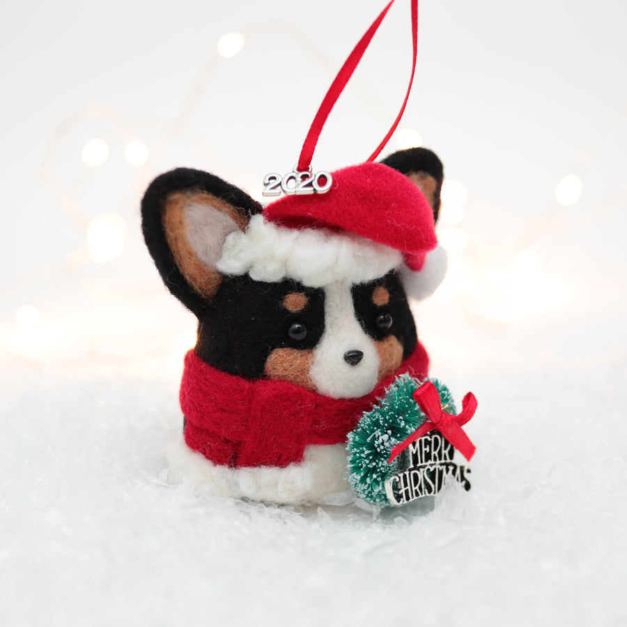 [PREORDER] Santa Corgi (Black Tri) with Wreath Ornament