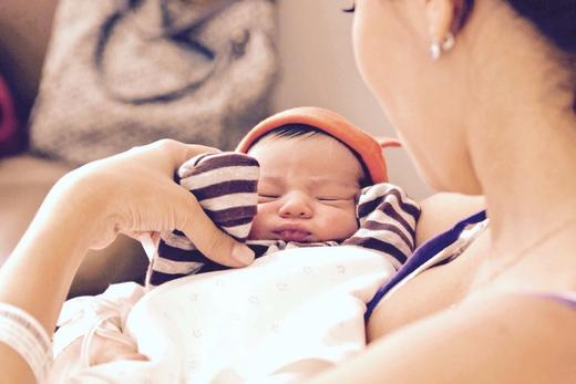 Newborn Hiccup Guide: Ways of Preventing & Relieving Your Baby's Hiccups