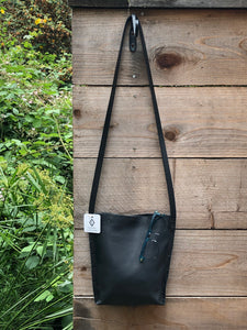 Black Urban Crossbody, Medium