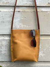 Load image into Gallery viewer, Tan Urban Crossbody, Medium