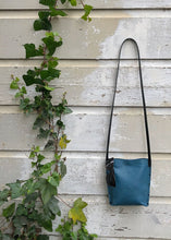 Load image into Gallery viewer, Urban Crossbody Bag Medium