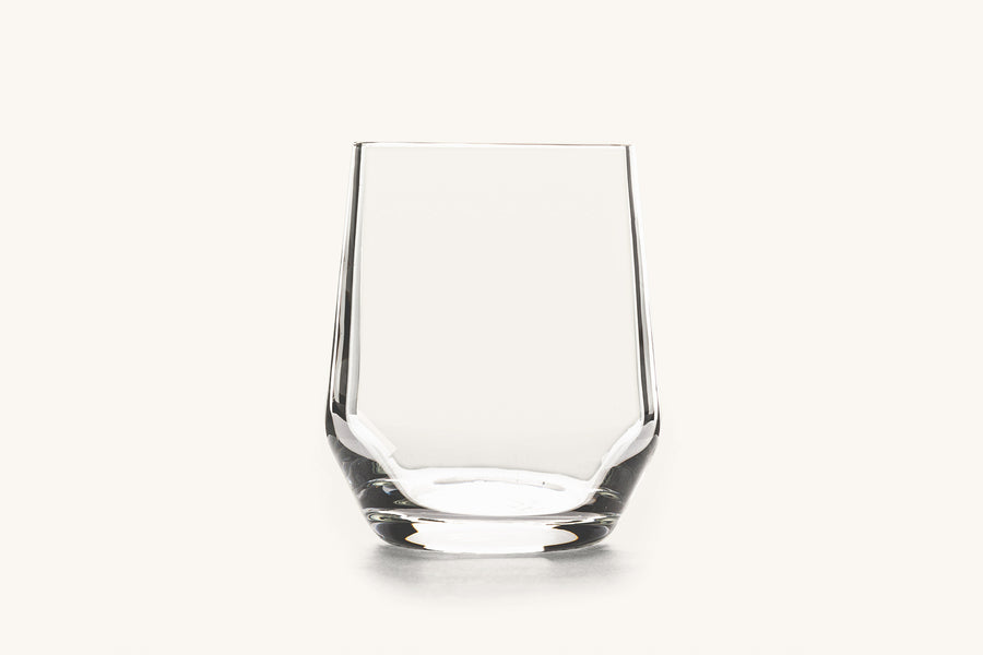 A clear Mazama wine glass.