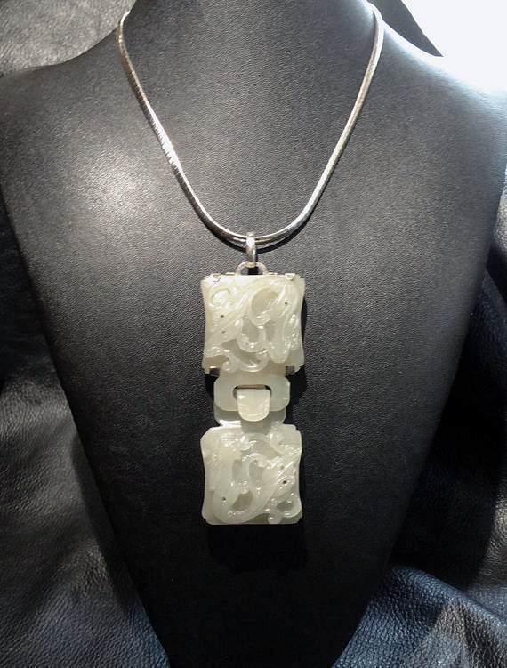 Carved Jade Necklace, Hetian Nephrite Dragon. Qing Dynasty 1800s 94.1 Grams
