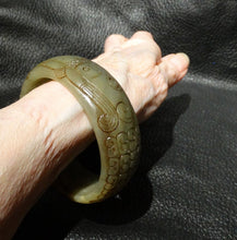 Load image into Gallery viewer, SOLD Jade Bangle Bracelet, Carved Nephrite, 18th/19th C