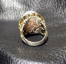 Load image into Gallery viewer, Opal Cabochon Ring 18K Gold