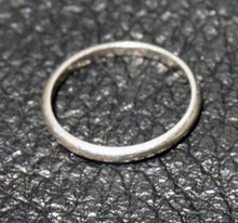 Load image into Gallery viewer, Platinum Wedding Band, Vintage 1940s