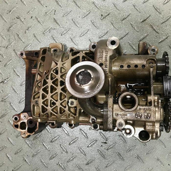 8045020508 AT - VW AUDI 2.0 FSI Oil Pump w. Balance Shaft
