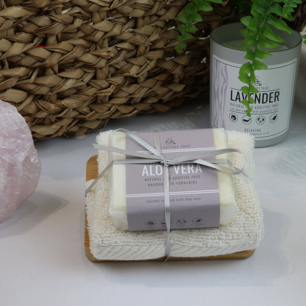 Cosy Cottage Soap 110g Soap, Aloe Vera Soap Dish & Face Cloth Set