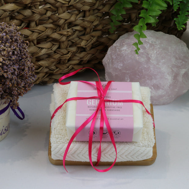Cosy Cottage Soap 110g Soap, Geranium Soap Dish & Face Cloth Set